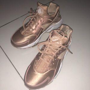 Nike Huarache Run Women's Sneakers
